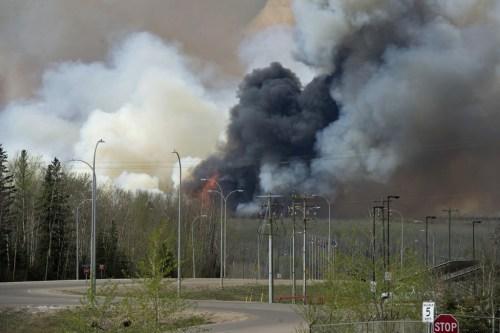 השריפה הייתה כמעט צפויה מפני שרק באחרונה הוכרז על סכנת שריפות חמורה בקנדה. צילום: Premier of Alberta