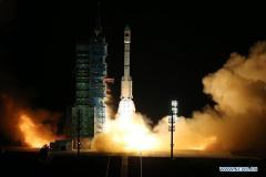 שיגור תחנת החלל טיאנגונג 2 מנמל החלל ג'יוקואן במדבר גובי בצפון-מערב סין על גבי משגר לונג מארץ' 2F. מקור: סוכנות הידיעות הרשמית שדל סין שינחואה.