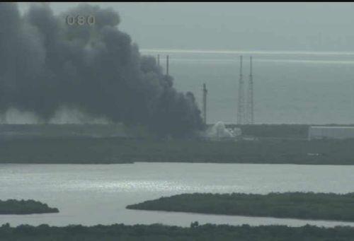 """פיצוץ בכן השיגור של ספייס אקס בכף קנוורל. צילום: מרכז החלל קנדי של נאס""""א"""