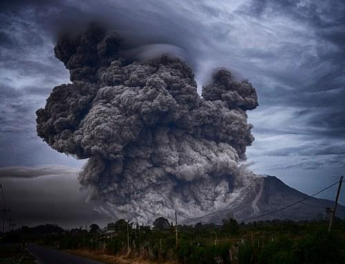 התפרצות געשית בהר סינָבּוּנג, אינדונזיה. תצלום: yosh ginsu
