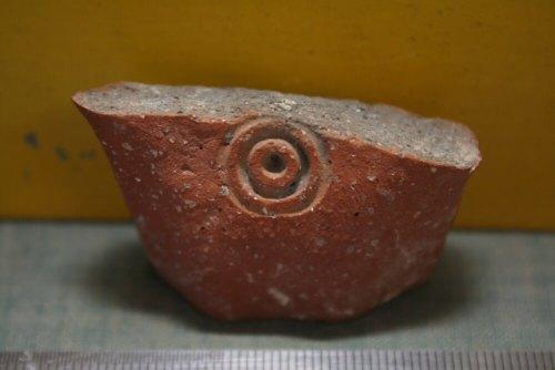 טביעות ממלכתיות על ידיות קנקן, רמת רחל. צילום: עודד ליפשיץ.