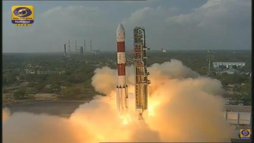 שיגור משגר PSLV מהודו, 15/2/17 ועליו 103 לוויינים, שניים מהם ישראלים. צילום: סוכנות החלל ההודית