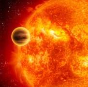 """הדמייה של פגאסי 51b - ענק גזים שמקיף כוכב הדומה לשמש שלנו, אך קרוב אליה מאד, מה שמעניק לו ולדומיו את הכינוי """"צדק חם"""". מקור: NASA/JPL-Caltech."""
