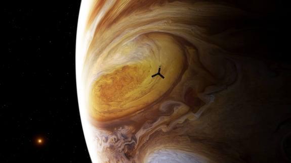הדמייה של ג'ונו חולפת מעל הכתם האדום הגדול, הסופה האליפטית שנראית ברקע. מקור: NASA / JPL / Björn Jónsson / Seán Doran.