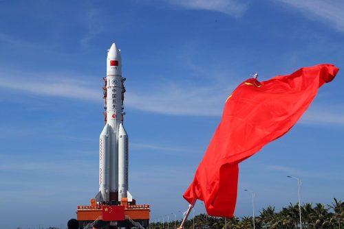 המשגר לונג מארץ' 5 לפני השיגור. מקור: Xinhua.