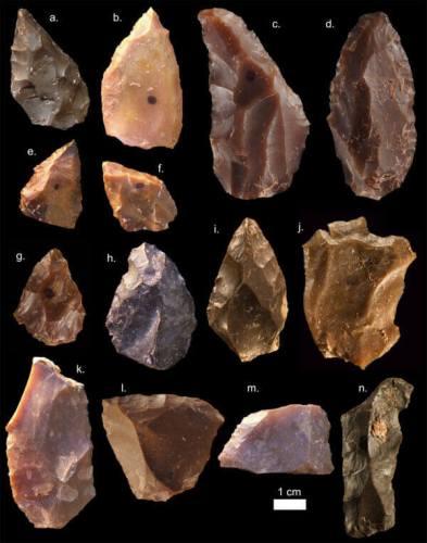 כלי אבן מג'בּל איע'וּד מראים שלבני האדם בצפון אפריקה הייתה לפני 300,000 שנה טכנולוגיה המתאימה לתקופה המכונה תקופת האבן המרכזית. מקור: Mohammed Kamal, MPI EVA Leipzig (License: CC-BY-SA 2.0).