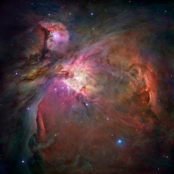 ערפילית אוריון, בצילום אור נראה של טלסקופ החלל האבל. 2006. מקור: NASA, ESA, M. Robberto (Space Telescope Science Institute/ESA) and the Hubble Space Telescope Orion Treasury Project Team.