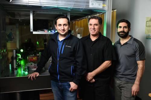 """מימין לשמאל: גל הררי, פרופ'-מחקר מוטי שגב וד""""ר מיגל בנדרס. מקור: דוברות הטכניון."""