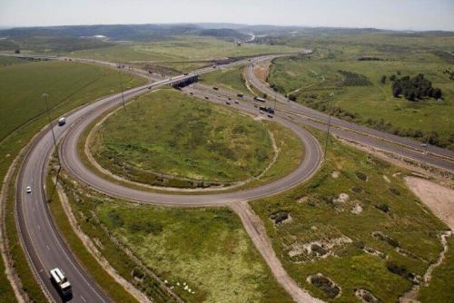 כביש 6, מחלף עין תות. מקור: צופית תור, Wikimedia Commons.