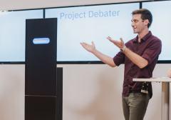 ער בך וה-Project Debater במהלך הוויכוח הלוהט. צילום: אור קפלן