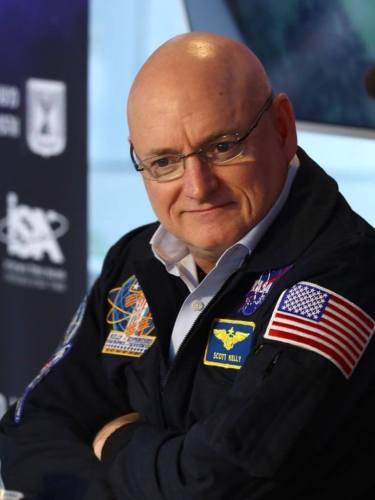 האסטרונאוט לשעבר סקוט קלי ששהה כמעט שנה בחלל ברציפות באירוע פתיחת שבוע החלל הישראלי 2019. צילום גלעד קוולרציק