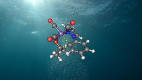 המבנה המולקולארי של זרז המנגן החדיש בתוך מים [באדיבות: אוניברסיטת גטינגן]