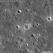 אתר ההתרסקות של בראשית צולם על ידי החללית LRO ב-22 באפריל, 11 ימים לאחר נסיון הנחיתה. צילום: NASA/GSFC/Arizona State University