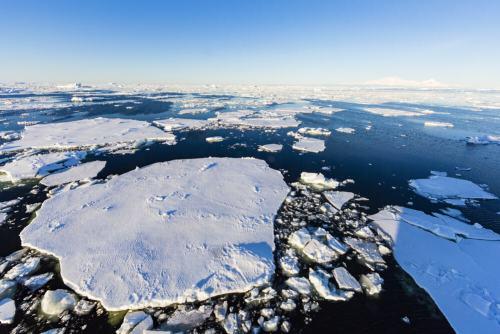 התפרקות כיסוי הקרח במצר ז'רלאש ליד אנטארקטיקה. צילום: shutterstock