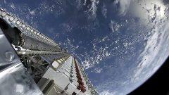60 לווייני סארלינק בעת השיגור ב-24 במאי 2019. צילום: SpaceX. מתוך ויקיפדיה