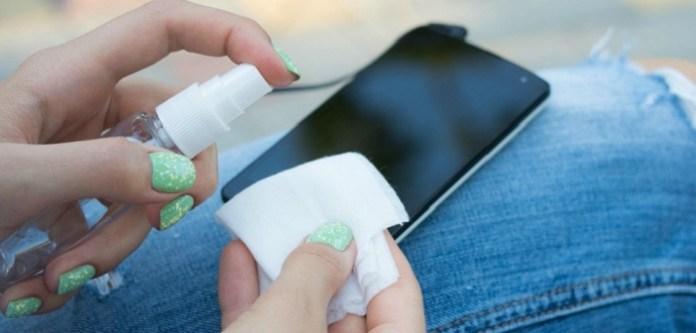 Cep Telefonunu Temizlemek İçin Dezenfektan Sprey