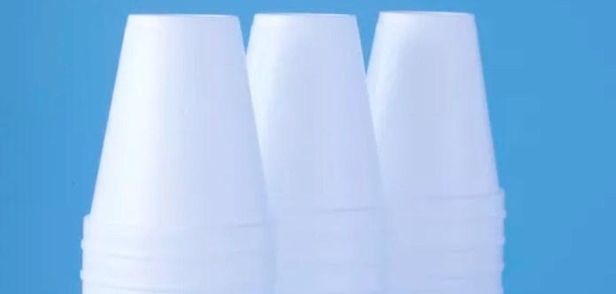 Plastik Bardaklardaki Kokular Nasıl Giderilir?
