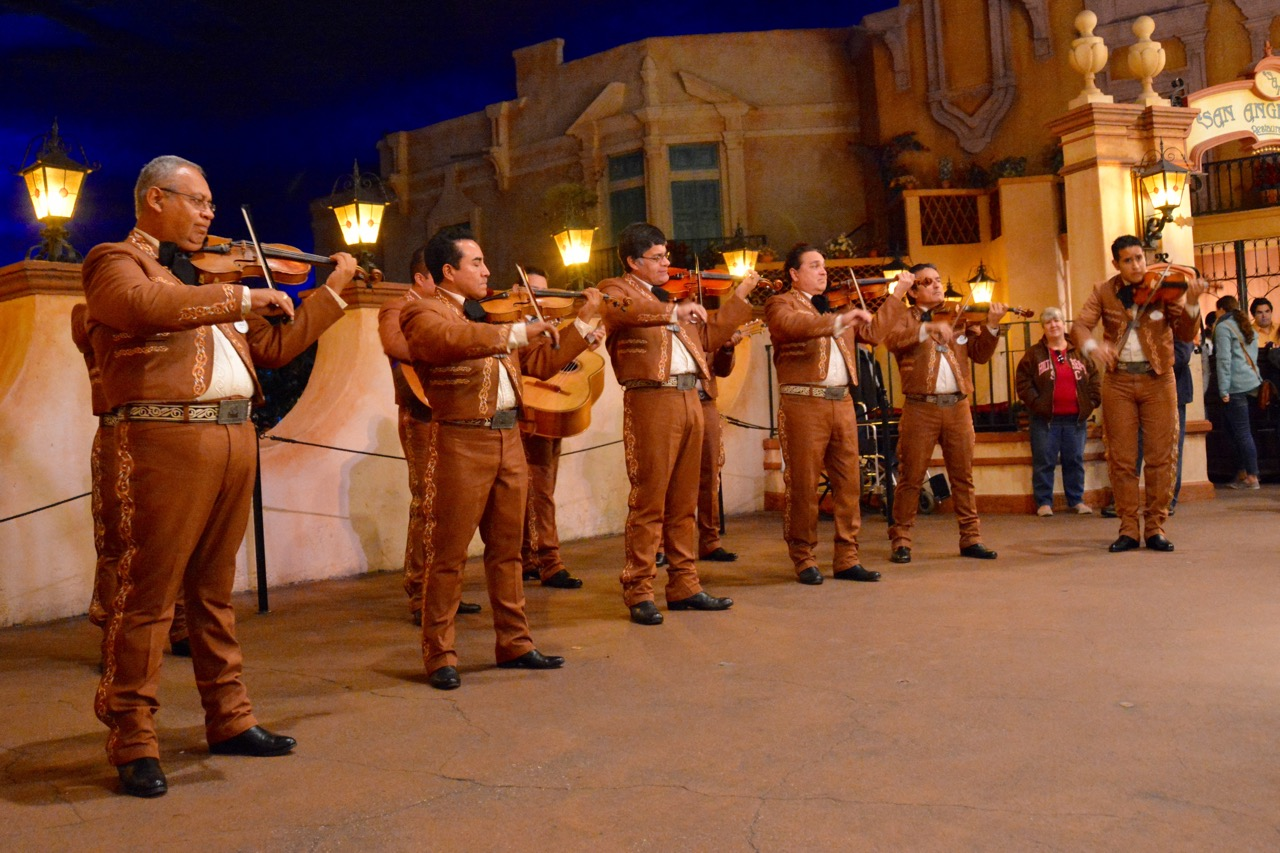 https://i2.wp.com/www.hayesvision.com/home/wp-content/gallery/2016-01-sawyers-birthday/Mariachi-Cobre-Mexico-Band-Epcot.jpg