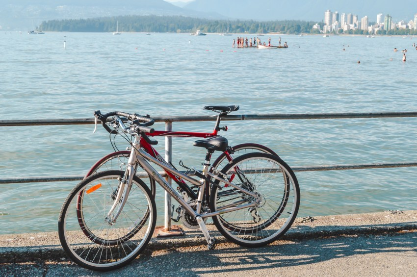 Click for my guide to the best free things to do in Vancouver, including visiting Kits Beach.