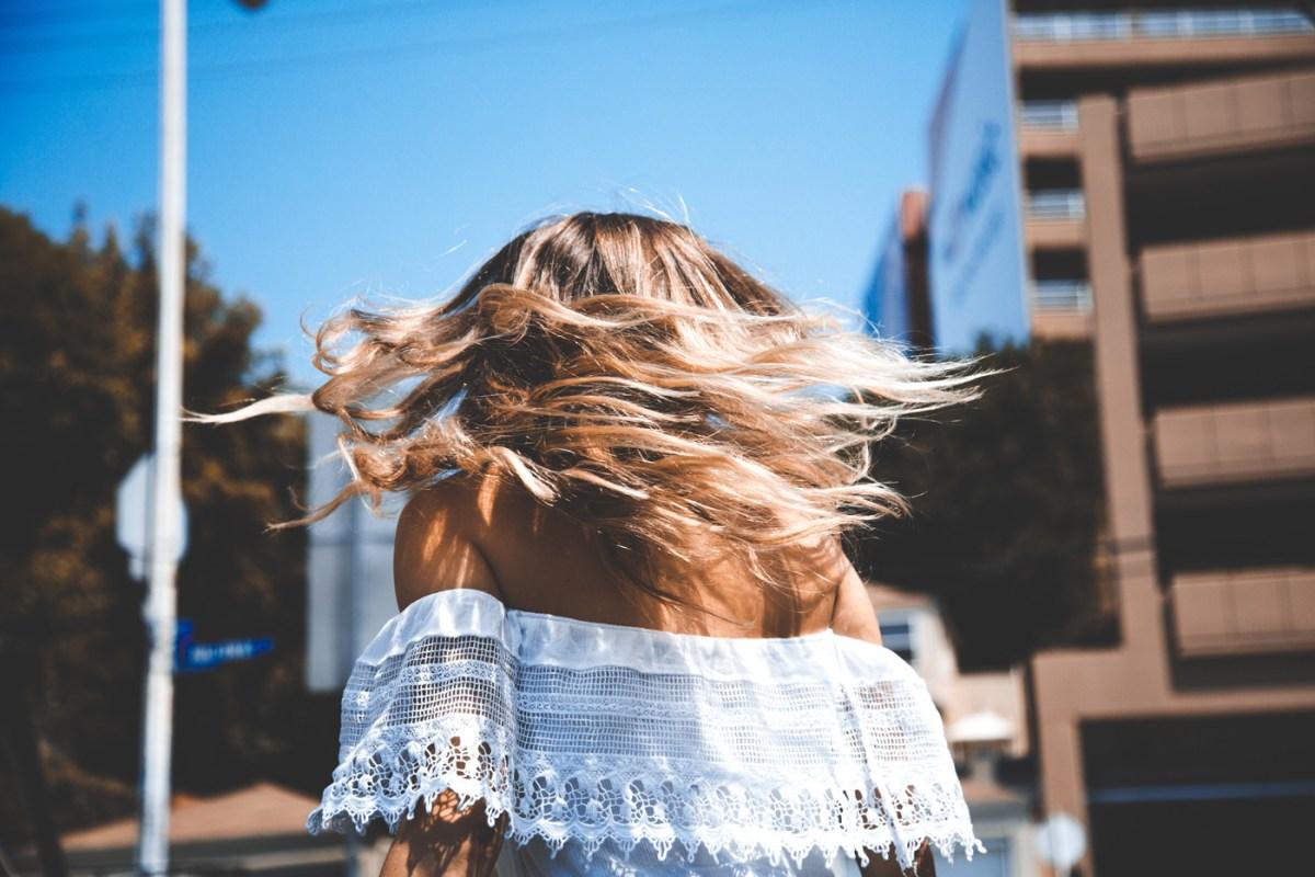 Proteggere i capelli dal sole: 5 consigli