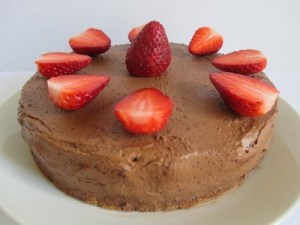 Epres torta feldíszítve