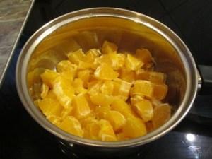 Narancsdarabok főzés előtt