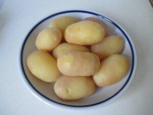 Főtt krumpli hámozva