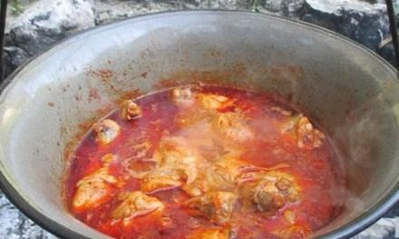 Paprikás csirke bográcsban