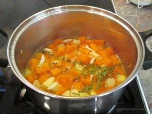 Fokhagyma és krumpli hozzáadása