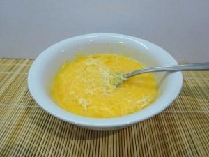 Tojások és sajt összekeverve