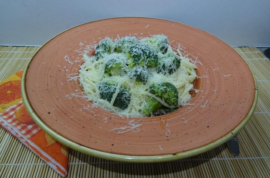 Tejszínes brokkolis spagetti