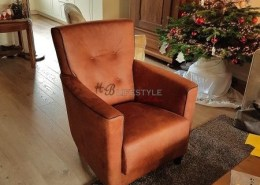 Landelijke fauteuil op maat met knopen en bies