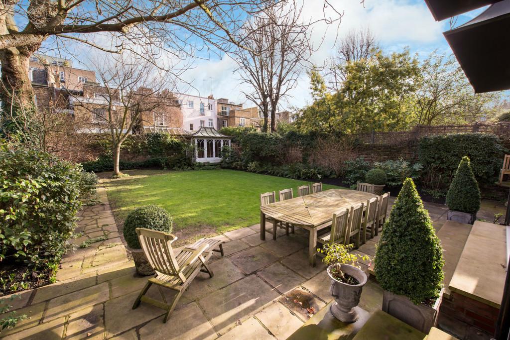 Garden in Gloucester Road London SW7 - Aylesford International
