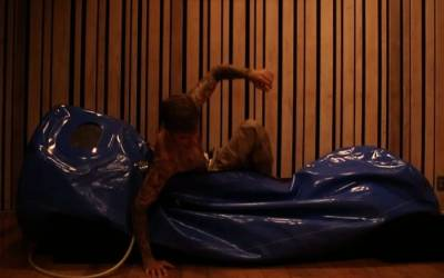 Justin Bieber sleeps in a hyperbaric chamber