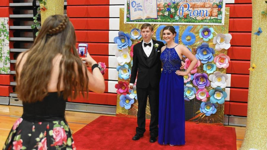 A+couple+poses+for+a+picture+in+their+prom+attire+at+Hinsdale+Central%27s+prom+in+2016.+