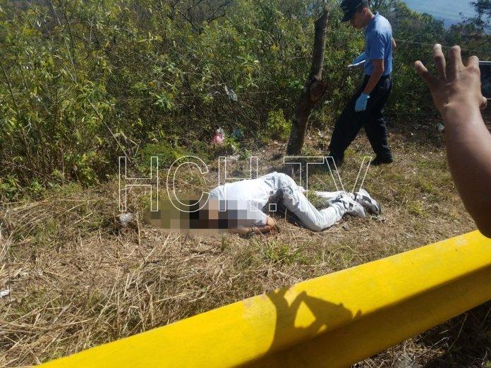 Lanzan cadáver de un hombre en carretera de Valle de Angeles a Cantarranas