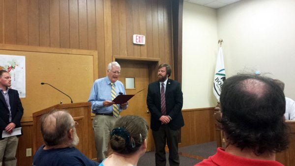 Mayor Pro-Tem Rennie Brantz reads a resolution of appreciation for resigning Mayor Andy Ball. Photo by Jesse Wood