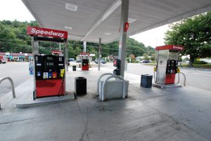 The Speedway on N.C. 105 is out of gas on Tuesday afternoon. Photos by Ken Ketchie
