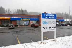 The Blockbuster building on Blowing Rock Road is up for sale or lease. Photo by Ken Ketchie