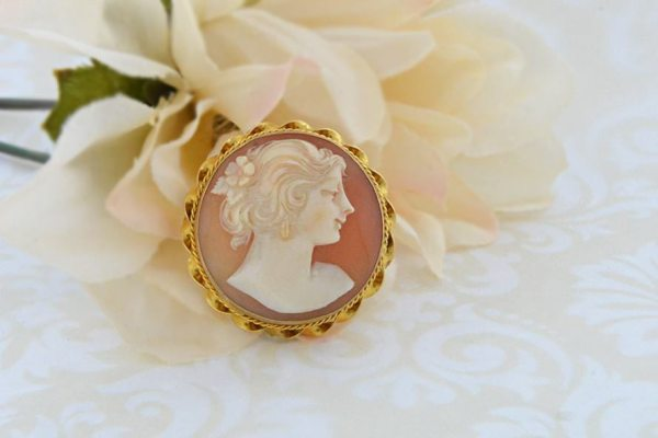 Cameo brooch garnished with 10K yellow gold. Photo courtesy of Old World Galleries.