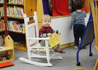 kid_in_rocking_chair-600x429