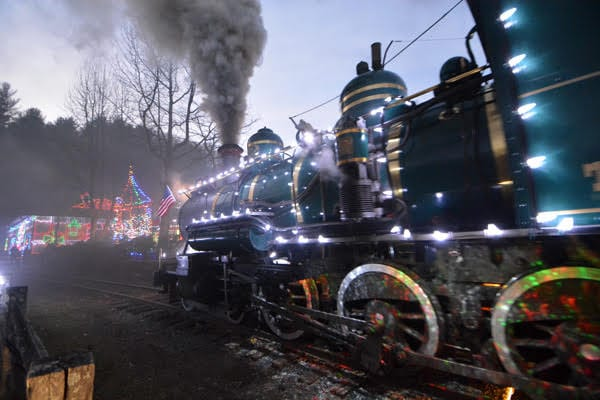 Tweetsie Christmas.Celebrate The Holidays With Christmas Lights And Train Rides