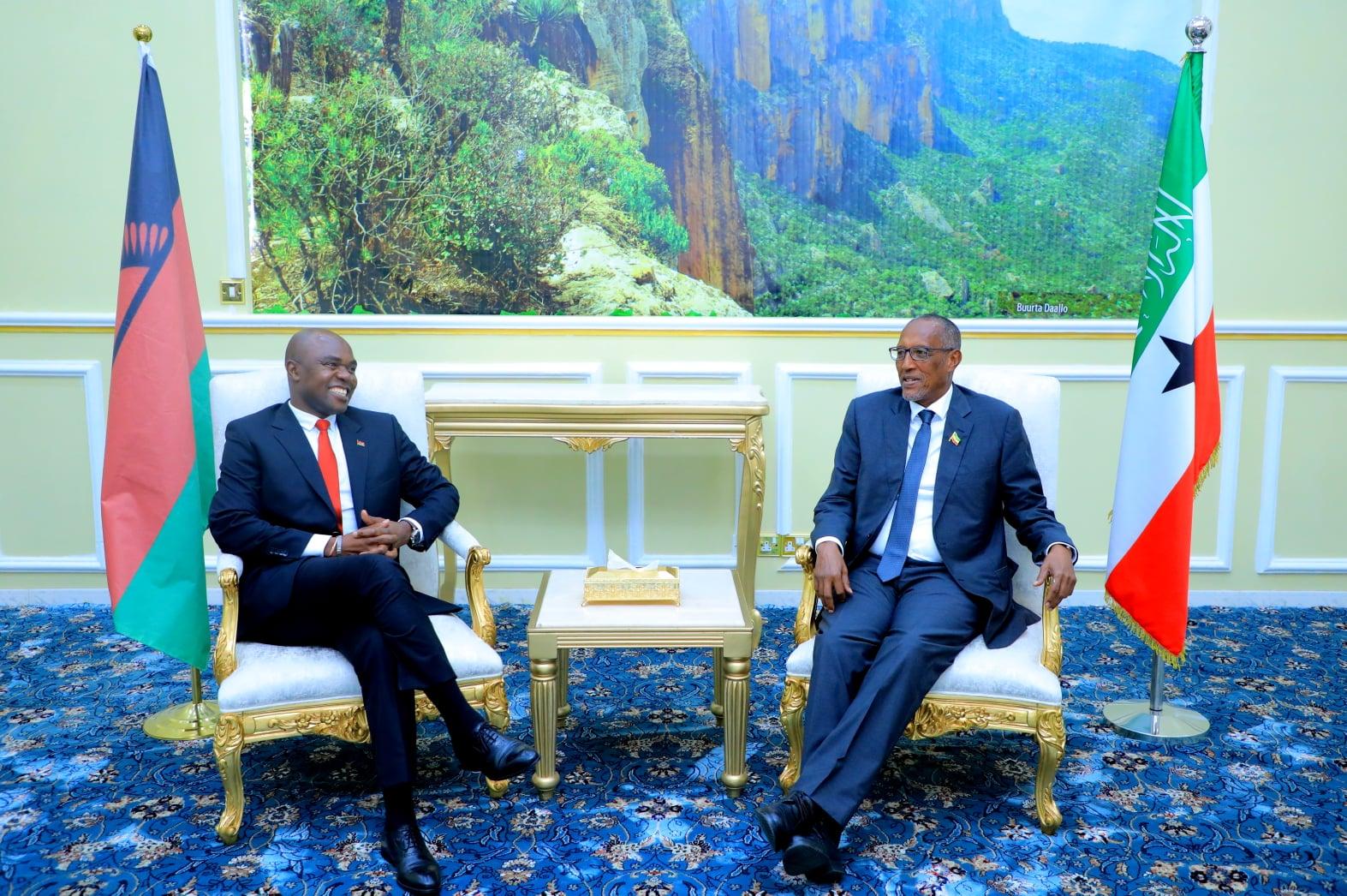 Madaxweynaha Somaliland Oo Qaabilay Wefti Uu Hoggaaminayey Wasiirka Arrimaha Dibedda Ee Dalka Malawi