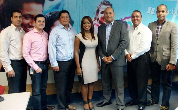 Emmanuel Sanabia, Carlos Coba, Jorge Cabeza, Kenia Hernández, Orlando Batista, Luis Betances y Miguel Vásquez en Microsoft Dominicana
