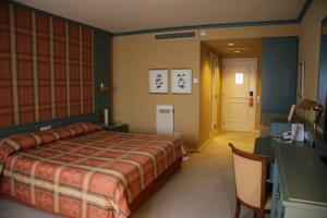 Grand Hotel Huis ter Duin review bedroom