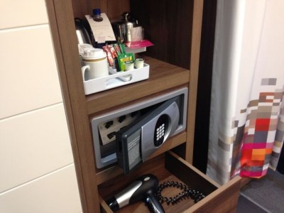 aloft liverpool hotel review room tea corner hair dryer