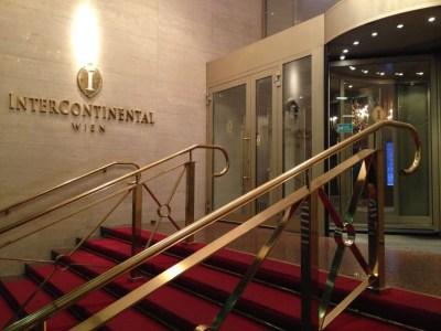 intercontinental-vienna-wien-entrance-steps