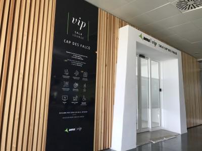sala lounge cap des falco aena vip ibiza airport lounge entrance