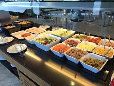 madrid airport sala velazquez lounge salads