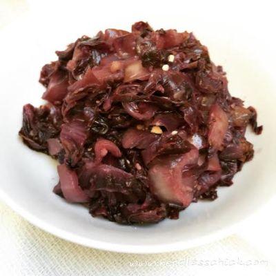 Radicchio brasato con uvetta e mandorle